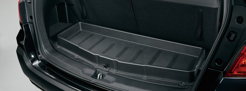 カーゴフロアボードを裏側に、濡れてたり汚れている荷物を気軽に置ける樹脂製のボックスを設定