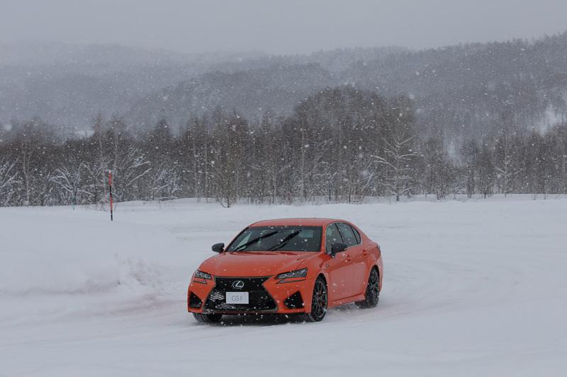 圧雪ハンドリングコースでGS Fなどを試乗
