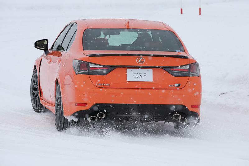 V型8気筒DOHC 5.0リッターエンジンを搭載する2WD(FR)モデル「GS F」