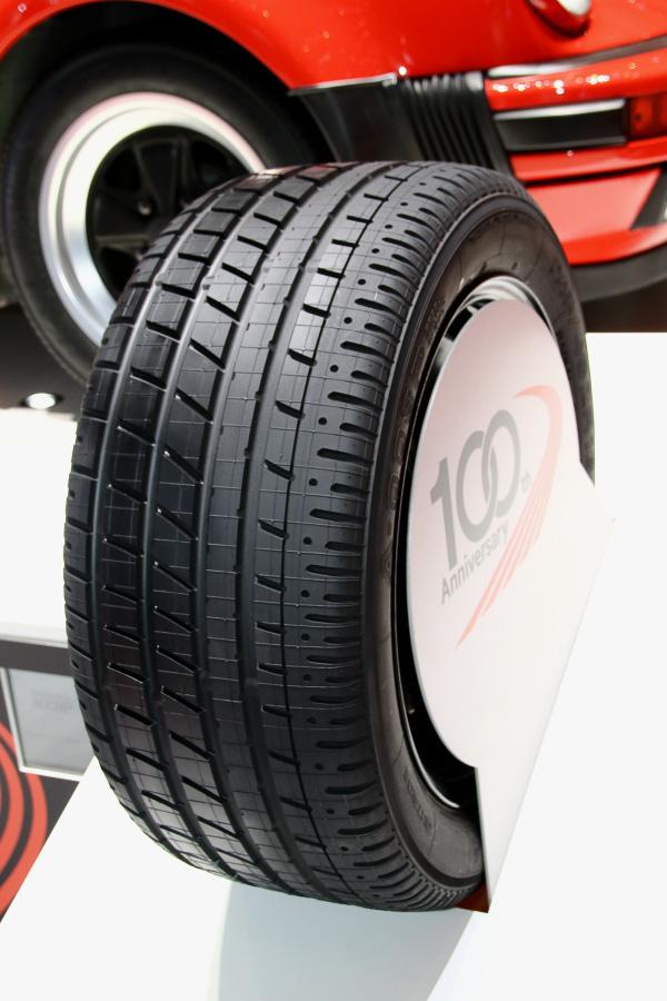 復刻モデルの第2弾となったYOKOHAMA A008P。当時のトレッドパターンを再現し、最新の内部構造を持つタイヤとして販売される
