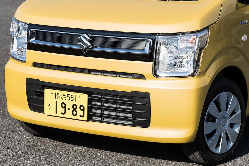 """初代モデルのイメージを受け継ぐ「FA」や「HYBRID FX」(写真/2WD)は""""新定番スタイル""""を標榜。エクステリアでは四角をモチーフとしたフロントマスクを採用。価格は117万7200円"""