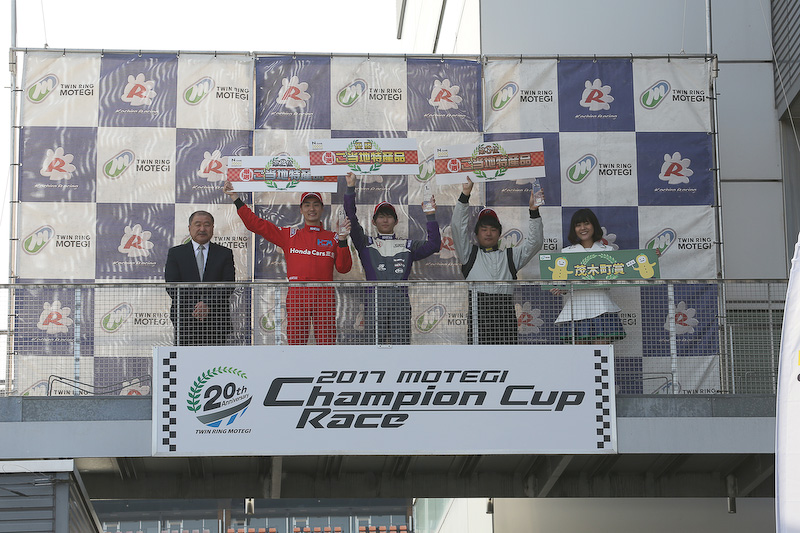 N-ONE OWNER'S CUPの暫定表彰式。小林選手が優勝、2位は坂井選手、3位は寺地選手。おめでとうございました