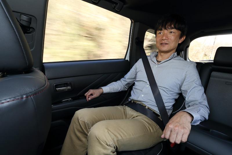 S エディションの後席も体験。当たりの強さはやや感じるものの、振動は瞬時に収束し、高速巡行時のフラット感も高い