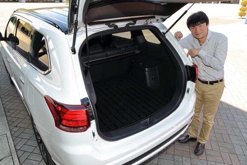 S エディションではボディのリアまわりを中心に合計約4mの構造用接着剤を採用。これにより、タイヤの接地性を高めて車両の挙動を安定させるとともに、乗り心地と操縦安全性を高めたという