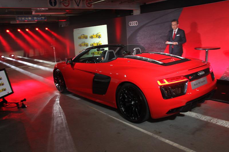 発表会会場ではアウディのSUPER GT参戦車両やスーパー耐久参戦車両、各新モデルが走行してエンジンサウンドを鳴り響かせた