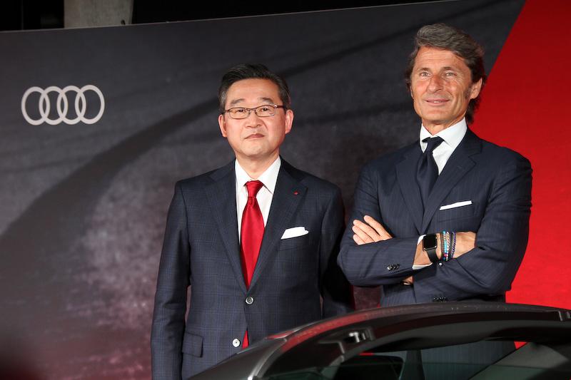 発表会に出席したアウディ ジャパン株式会社 代表取締役社長の斎藤徹氏(左)とAudi Sport GmbH マネージングディレクターであるステファン・ヴィンケルマン氏(右)
