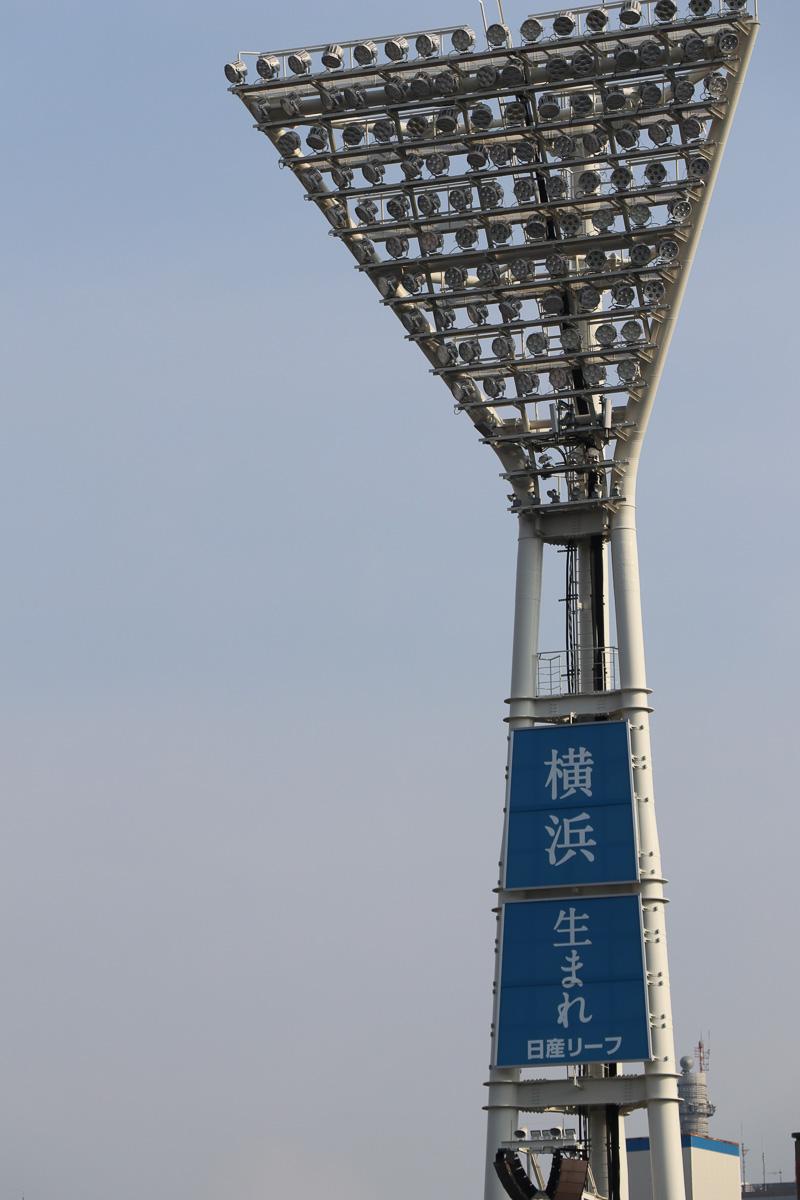 照明塔には「横浜生まれ」「一台入魂」の言葉を掲出