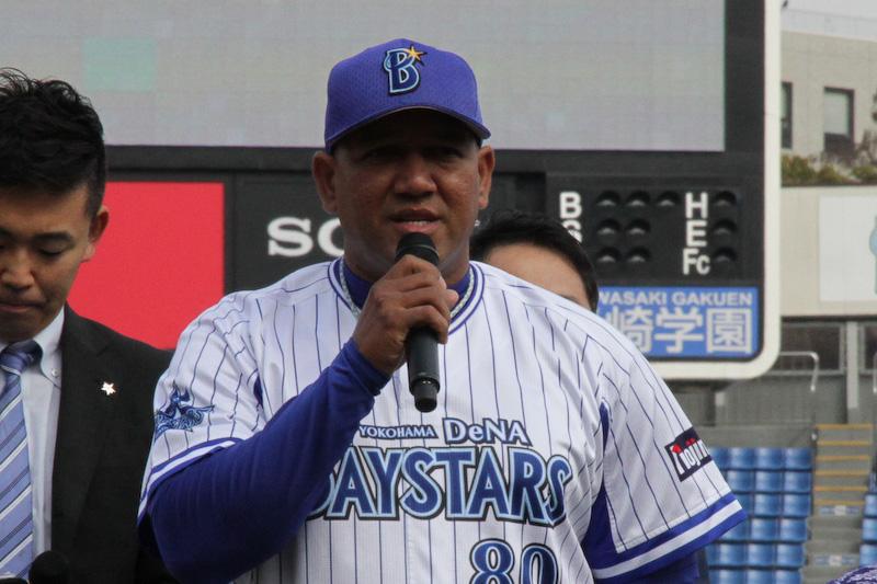 上段左から横浜DeNAベイスターズのアレックス・ラミレス監督、筒香嘉智選手、山﨑康晃投手