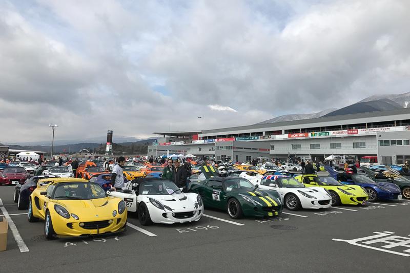 全国500台以上のロータス車が富士スピードウェイに集合