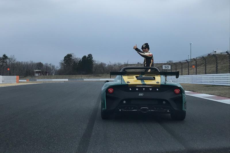 サーキットタクシー(同乗走行)や終盤のパレードランで「3-イレブン」をドライブした加藤寛規選手