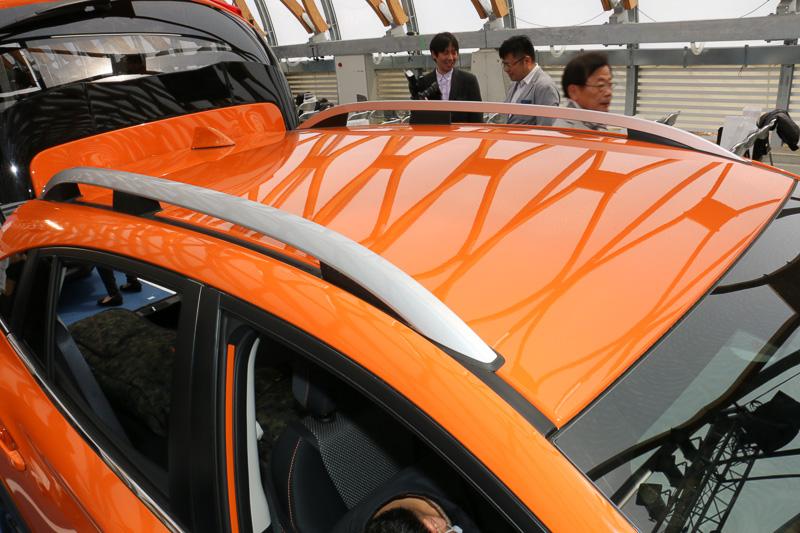 シルバー塗装のルーフレールは全車でオプション設定。装着によって車高が45mmアップして1595mmとなる