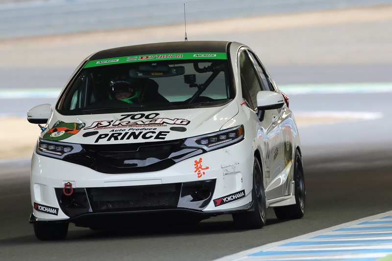ST-5クラス1位 No.700 J'S RACINGホンダカーズ浜松北ダークみきゃんFIT(HONDA FIT 3 RS)ヒロボン/寺西玲央/高橋宏和