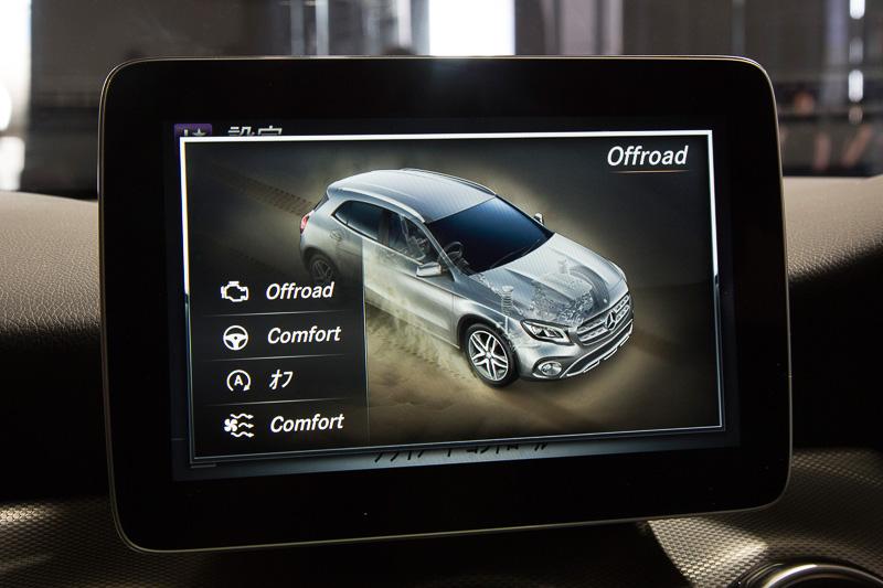 GLAには車両傾斜角、方角などを表示する「オフロードスクリーン」も装備する
