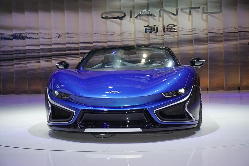 QIANTUブランドのスポーツカー