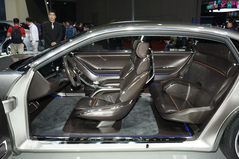 Hybrid Kinetic Groupとピニンファリーナによる高級セダンのコンセプトカー「H600」。マイクロタービン発電機のレンジエクステンダーと大容量バッテリーを組み合わせたパワートレーンを採用