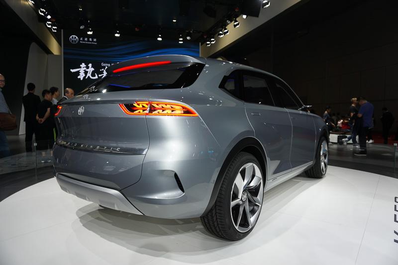 Hybrid Kinetic Groupとピニンファリーナによるコンセプトカー、5人乗りSUV「K550」。