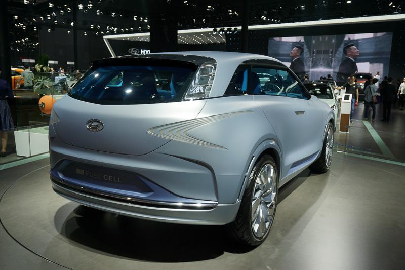 韓国のヒュンダイが展示した燃料電池車のコンセプトカー「FE」