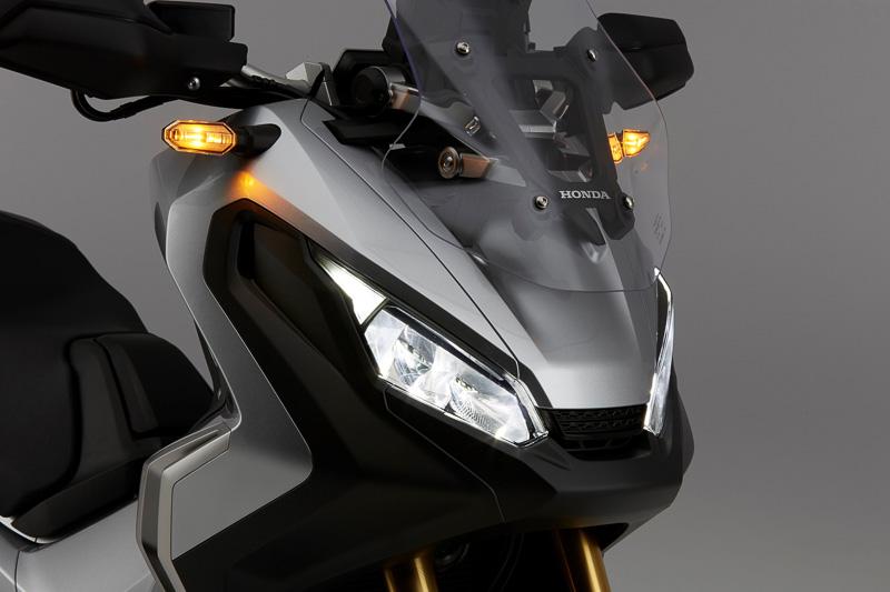 X-ADVのヘッドライト