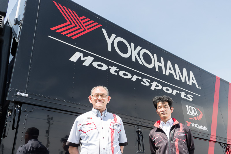 横浜ゴムのモータースポーツ活動を担当するヨコハマ・モータースポーツ・インターナショナルの渡辺氏と髙口氏