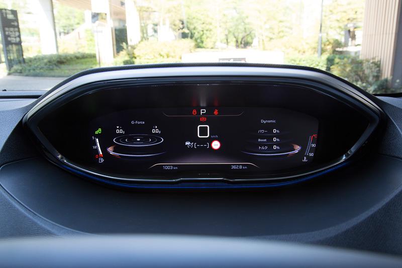 i-Cockpitの機能を使った表示の例。切り替えはステアリングのダイヤルスイッチで行なう