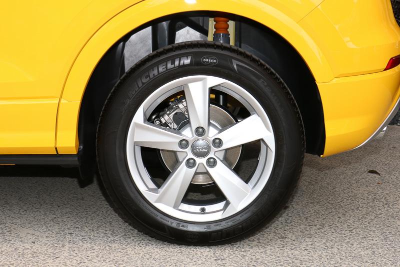 1.0 TFSI sportと1.4 TFSI cylinder on demandのタイヤは215/55 R17(写真)、1.0 TFSIのタイヤは215/60 R16となる