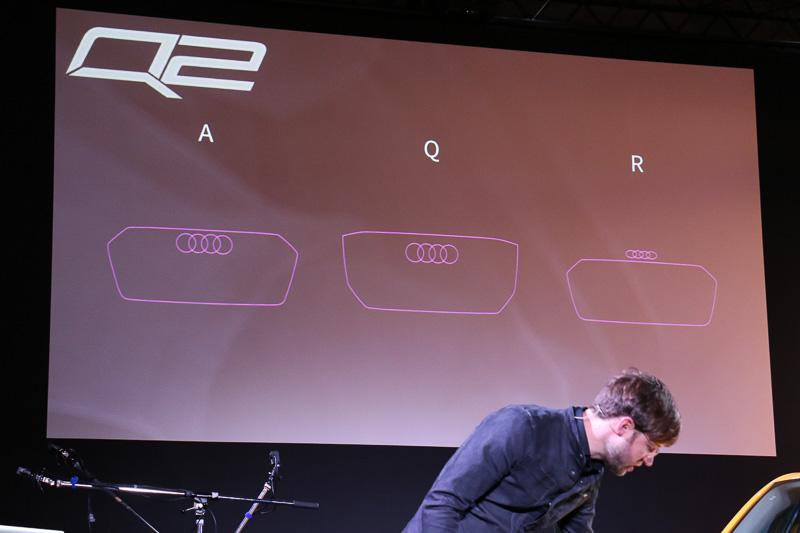 先だってデザインを変更した「R8」ではアウディのロゴマークである「フォーリングス」をシングルフレームグリルの上に配置して鼻先の低さを表現しているが、新しいQモデルのグリルでは下側に新しいエッジを効かせることで高さ感を演出している。また、グリル内の横桟でもポリゴンを表現しているという