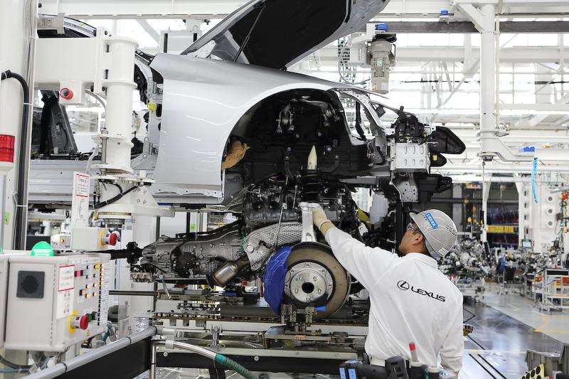 今回の試乗会ではLCの生産を行なう元町工場(愛知県豊田市)を見学することができた。トヨタ初の乗用車専用工場として1959年に操業を開始した元町工場は、2016年からレクサス車の生産も担っている