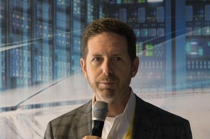 Intel 上席副社長 兼 自動運転事業本部 本部長 ダグ・デービス氏