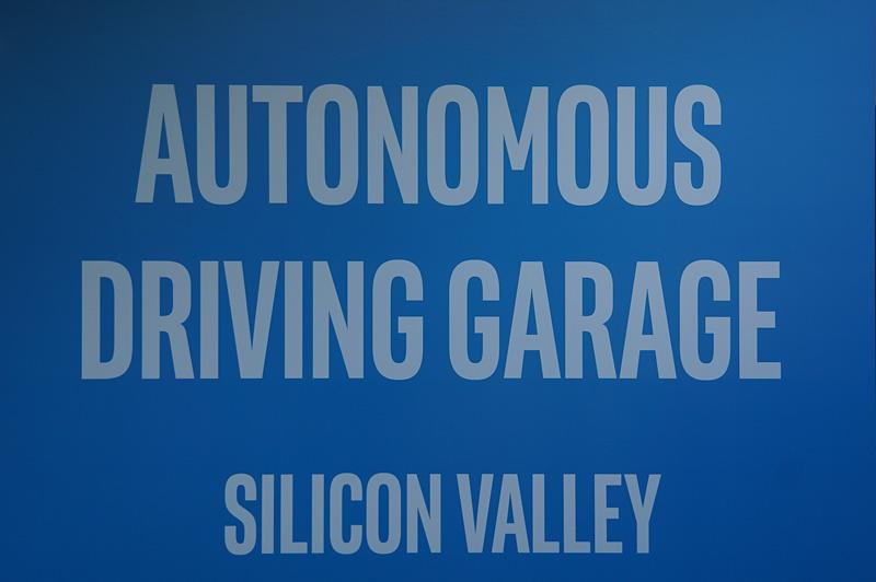 「Autonomous Driving Lab」の看板