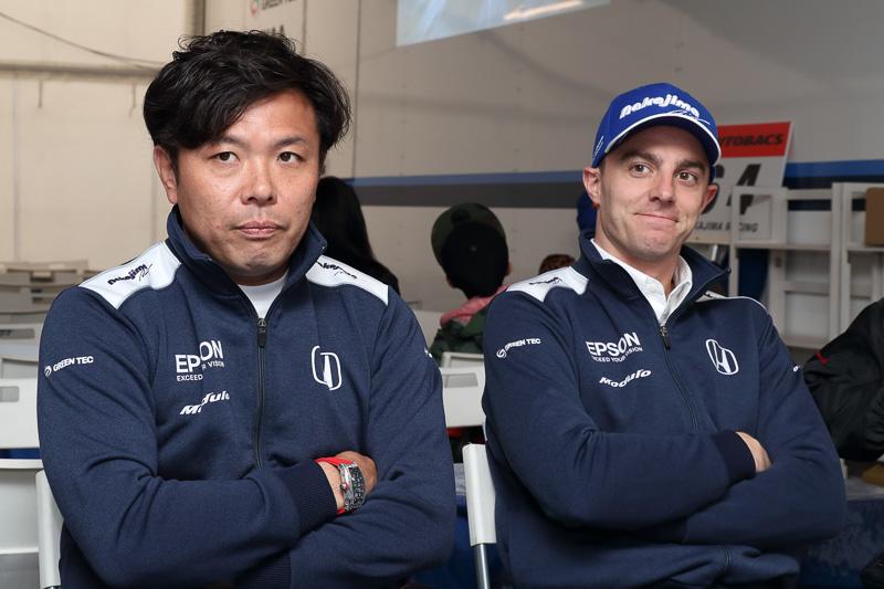 64号車「Epson Modulo NSX-GT」をドライブする松浦孝亮選手(左)、ベルトラン・バゲット選手(右)