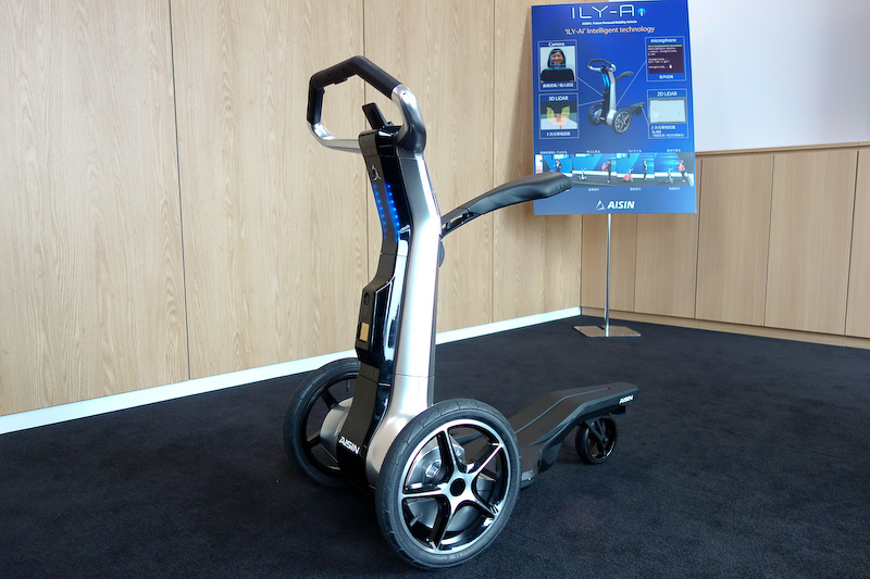 ILY-Aiの重量は30kgで、バッテリーは5km/hの定常走行で1時間持つという