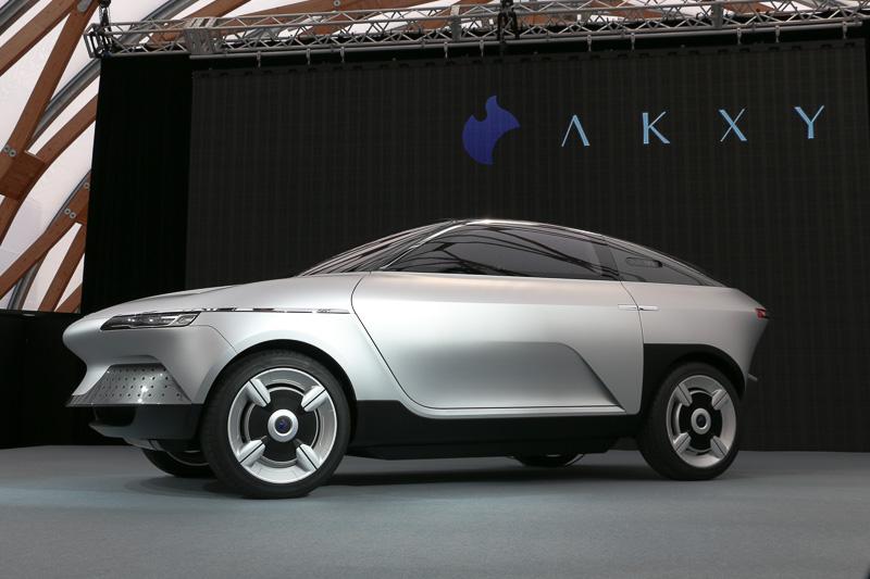 次世代クロスオーバーEV(電気自動車)コンセプトAKXY
