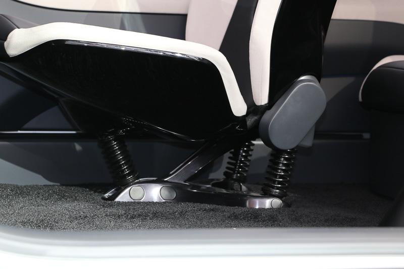 シートを支える台座も特徴的