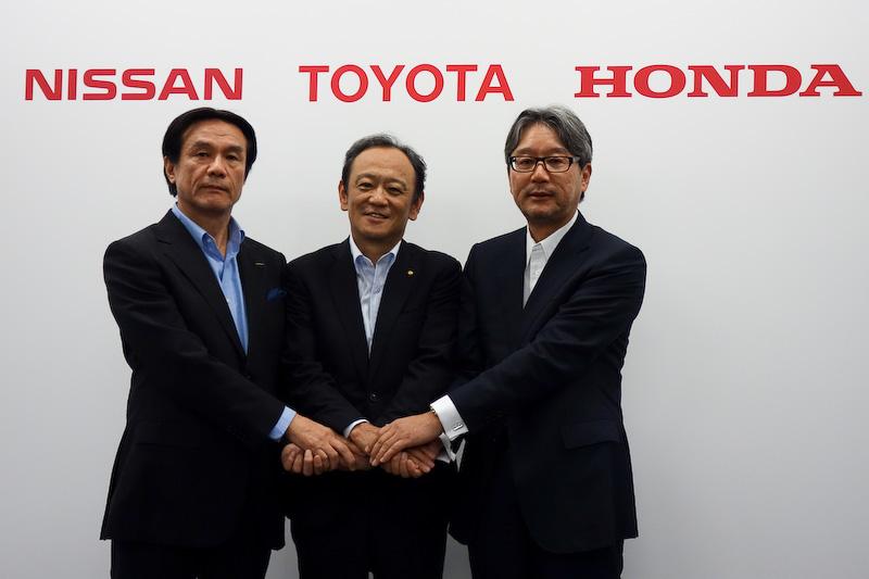 2015年7月に行なわれたトヨタ、日産、ホンダによる水素ステーションの運営支援に関する記者会見でのフォトセッション