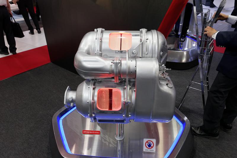 PROFIAのディーゼルエンジン排出ガス低減システムも展示