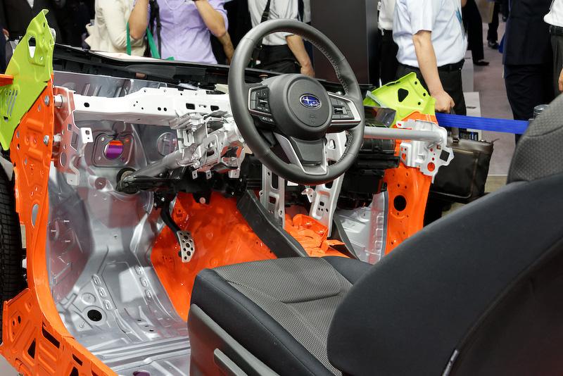 SGPの台車部分が色分けされて展示