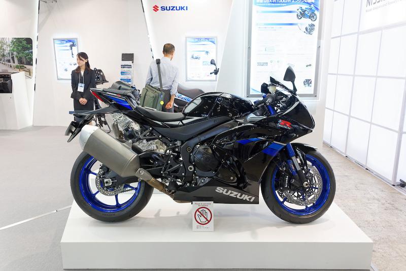 新型スーパースポーツ「GSX-R1000R」
