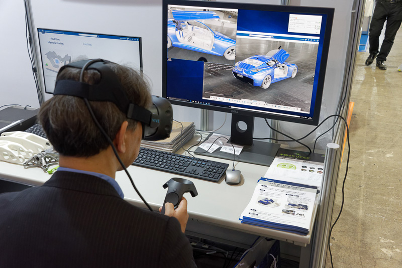 CAD/CAMソフトウェアなどを開発するダッソー・システムズは、VRで設計レビューを行なえるソリューションを披露