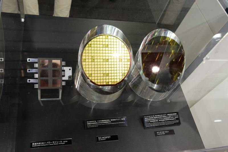 SiCインバータで使用されるSiCチップのウエハ