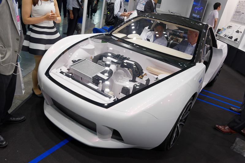 東レの素材技術を結集したというコンセプトカー「TEEWAVE AC1」