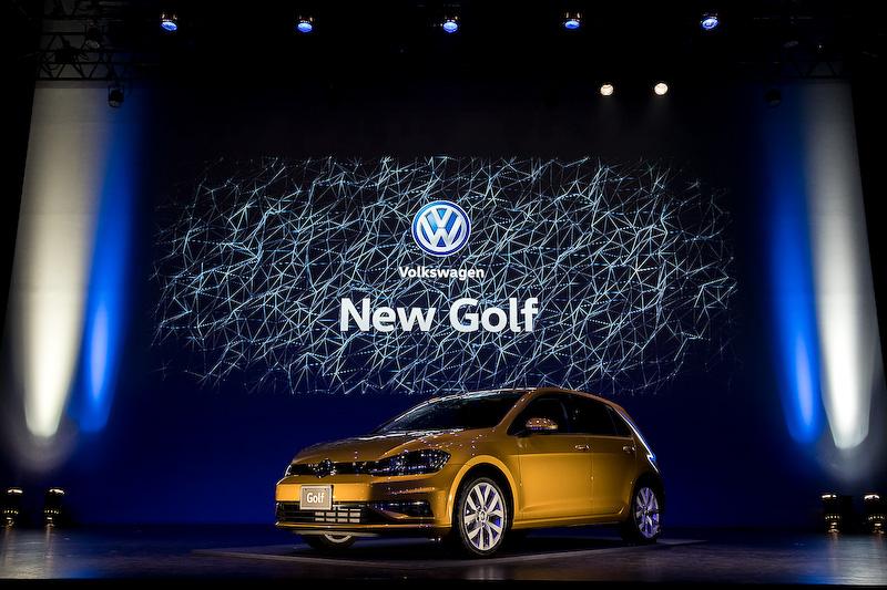 発表会会場にはベースのゴルフをはじめ、ヴァリアント、GTI、R、オールトラックが並べられた