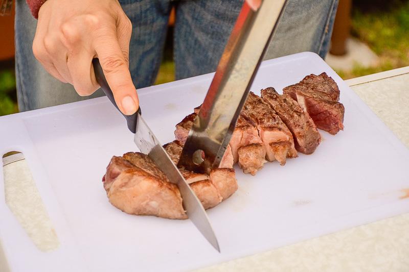 岩塩で味付けしたステーキ。分厚い!