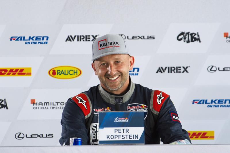 2位で自身初表彰台となるペトル・コプシュタイン選手(No.18 チーム シュピールベルグ)は「我々のチームはすごくいい結果を残すことができた。千葉は2年前のチャレンジャーカップで優勝したいい思い出のある場所」とコメント