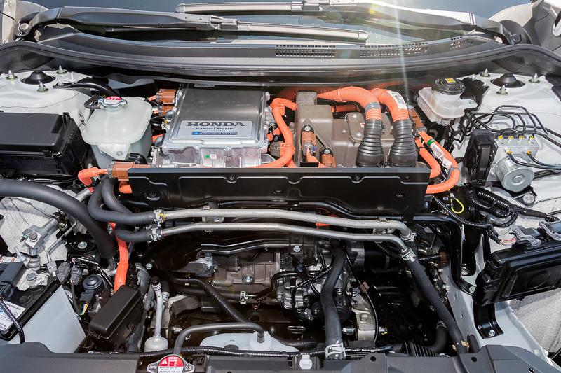 モーター出力120kW(161HP)/最大トルク300Nmを発生するモーターを搭載