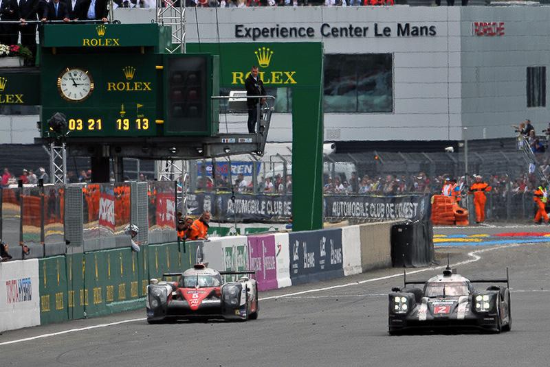 2016年のル・マン24時間レース。23時間57分過ぎ、メインストレートで停止する中嶋選手の5号車