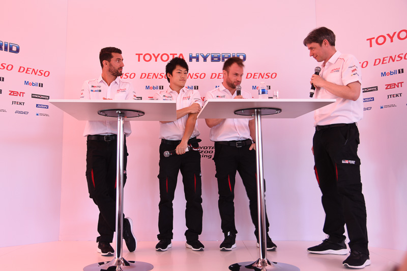 トヨタ9号車のクルー。左から、ニコラス・ラピエール選手、国本雄資選手、ホセ・マリア・ロペス選手