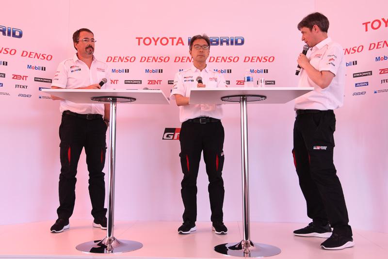 左から、Toyota Motorsport GmbH 副社長 兼 ビジネスダイレクター ロブ・レウペン氏、トヨタ自動車株式会社 TOYOTA GAZOO Racing代表 佐藤俊男氏