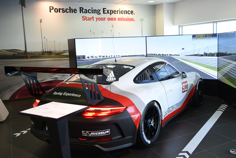 ポルシェがル・マンに構えているポルシェエクスペリエンスセンターでは、こうしたゲーム機ベースのシミュレータから始めて、実車のトレーニングなどをプロから受けることができる