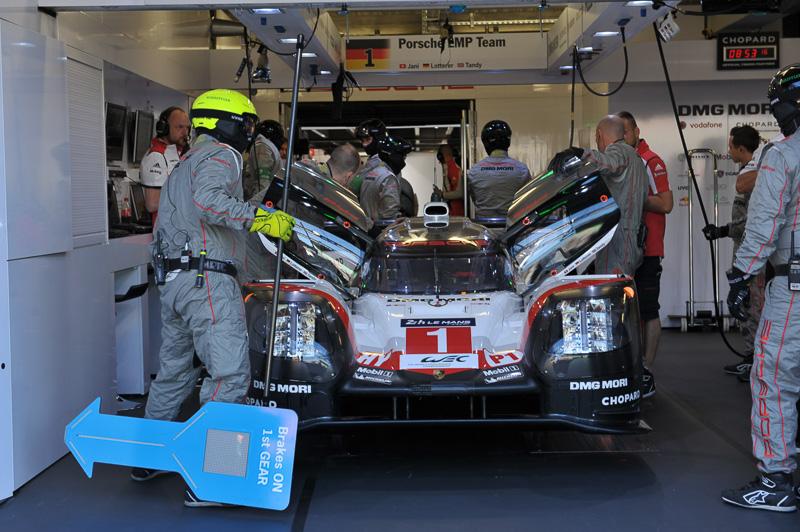 トヨタに次いで3番手となった1号車ポルシェ 919 Hybrid(ニール・ジャニ/アンドレ・ロッテラー/ニック・タンディ組)