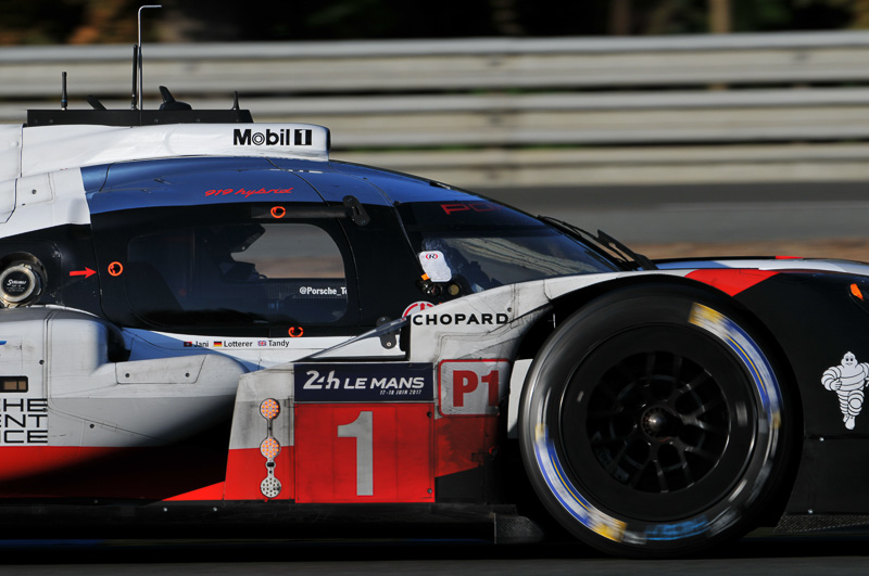 トップを追い続ける1号車 ポルシェ 919 Hybrid